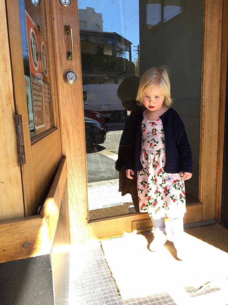 Vi började promenaden med en liten kaffe/te för mig på favvostället här nere, Eugenes.