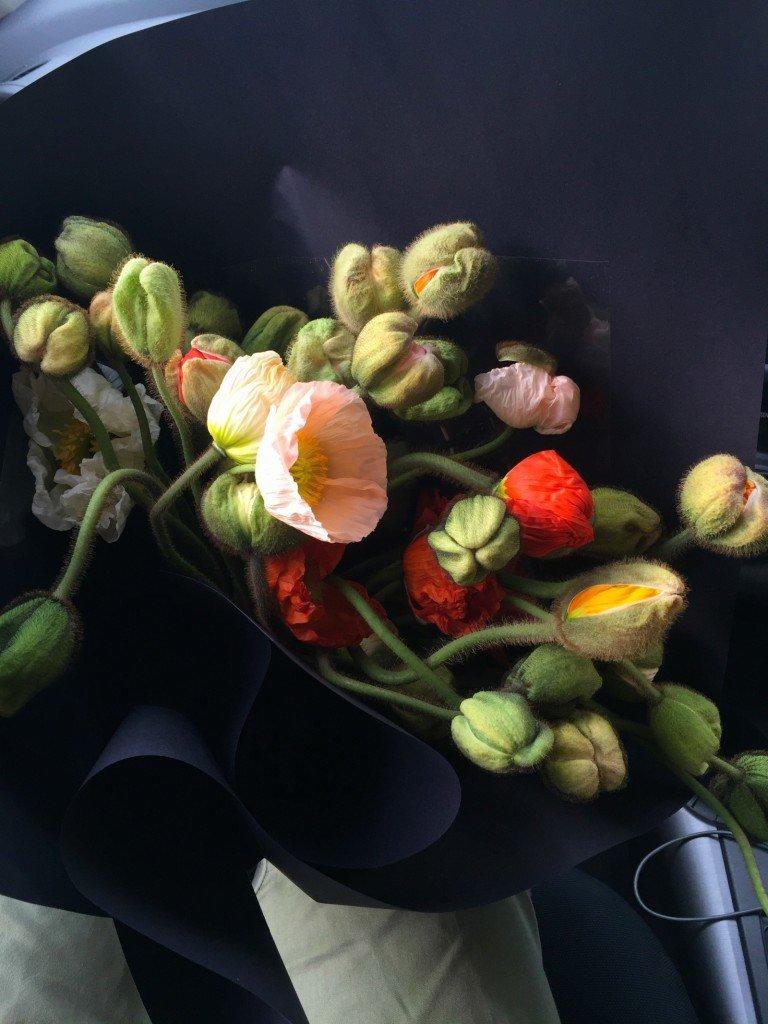Fina T har köpt blommor för att pigga upp mig.