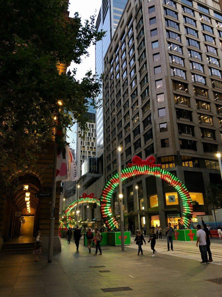 Det stod en julkör och sjöng på Martin Place när jag lämnade jobbet.