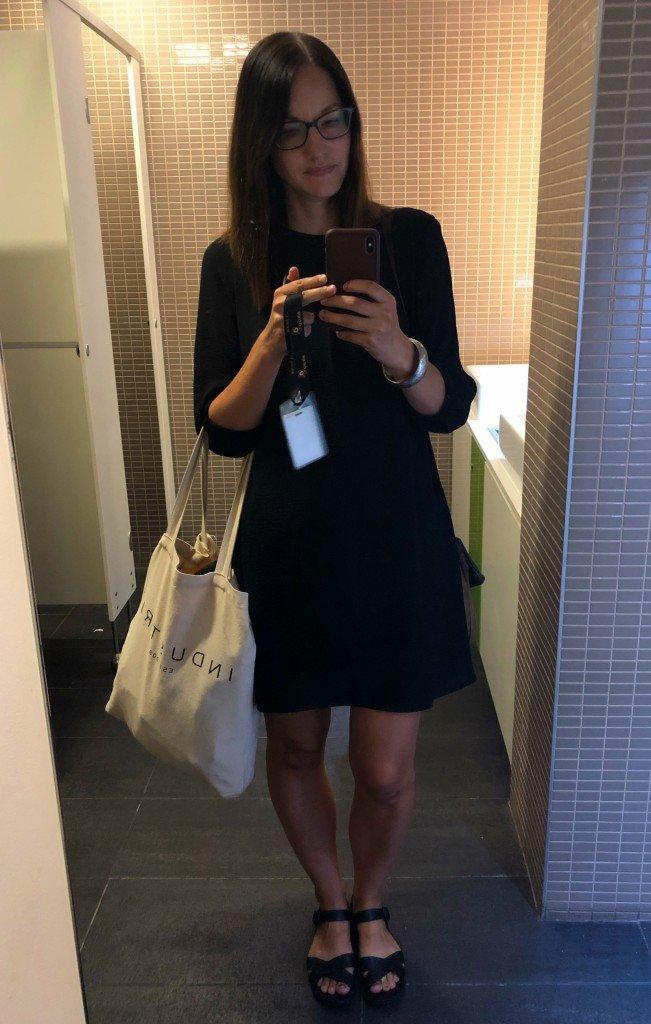 Spegeln i jobbets badrum är verkligen värd att ta kort på.
