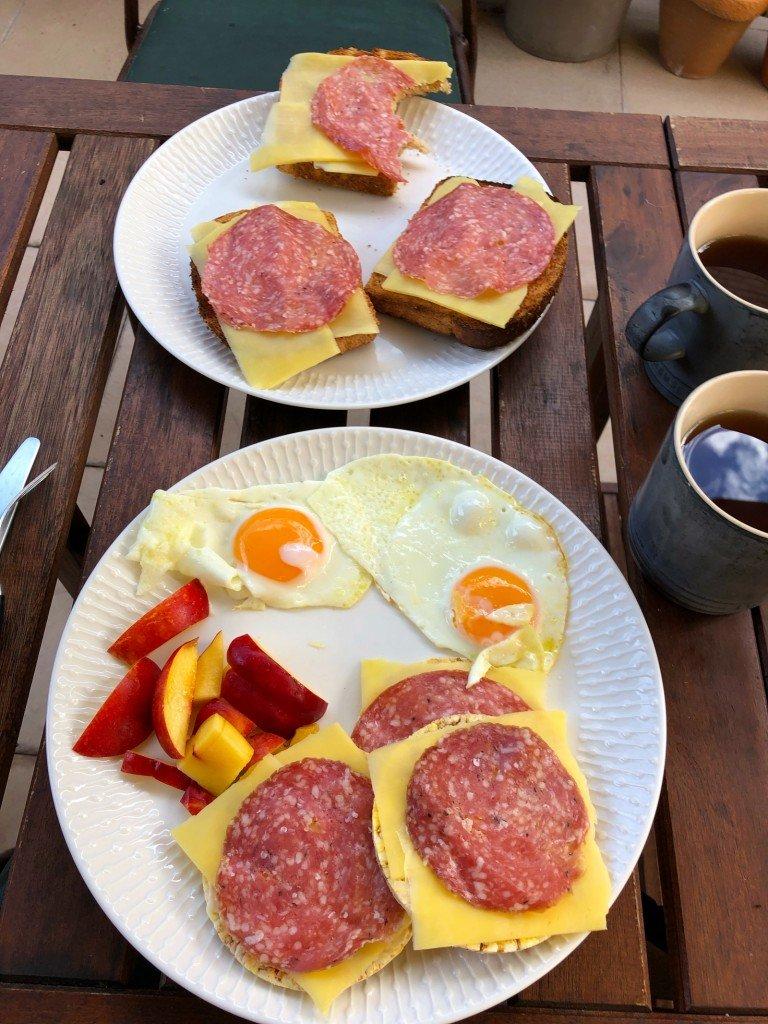Min borderline OCD tvingar mig att ta kort på frukosten varje morgon, oavsett fotovänlighet.