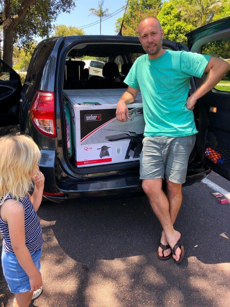 T är måttligt stolt över världens största låda... vilkenderas blev koja till barnen. Toppen!