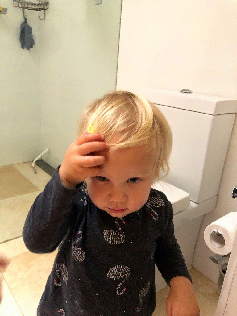 När man hittar syrrans glassiga hårspänne.