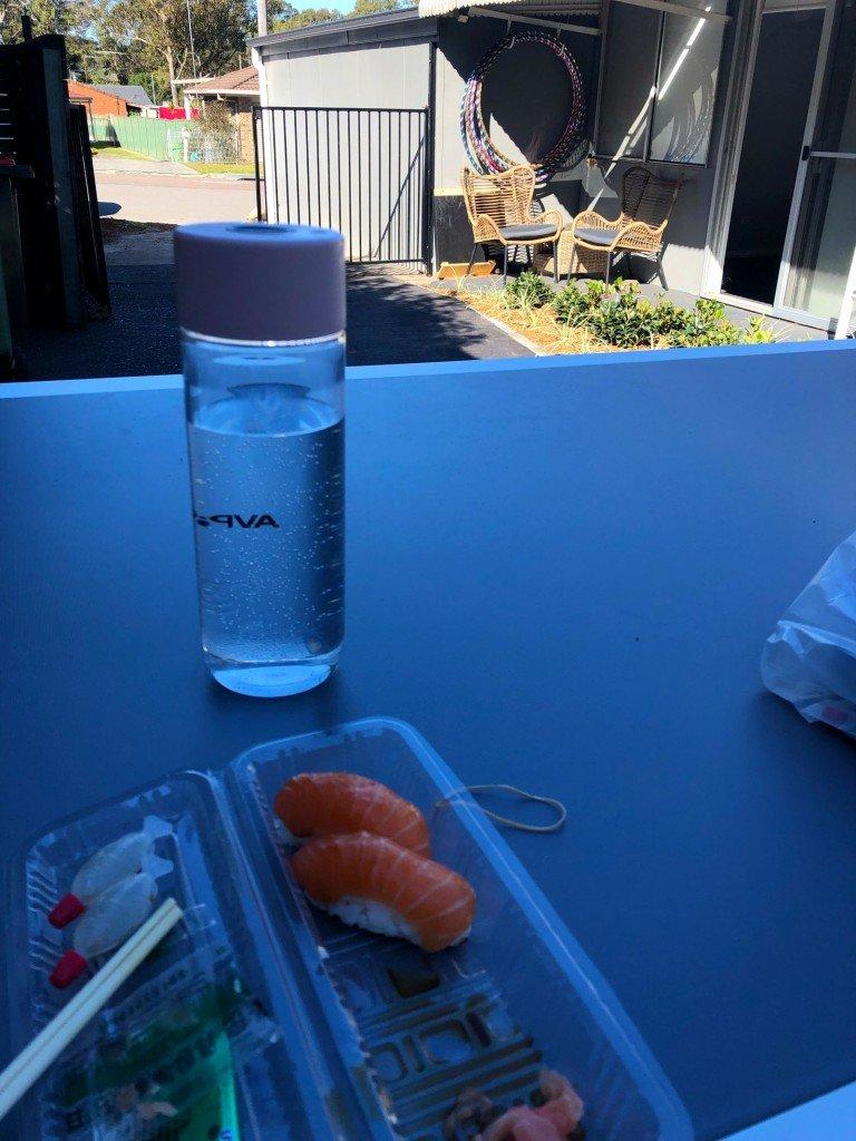 Slushi till lunch i jobbets shabby garden. Men faktiskt mysigare än vad kortet utger det för att vara.