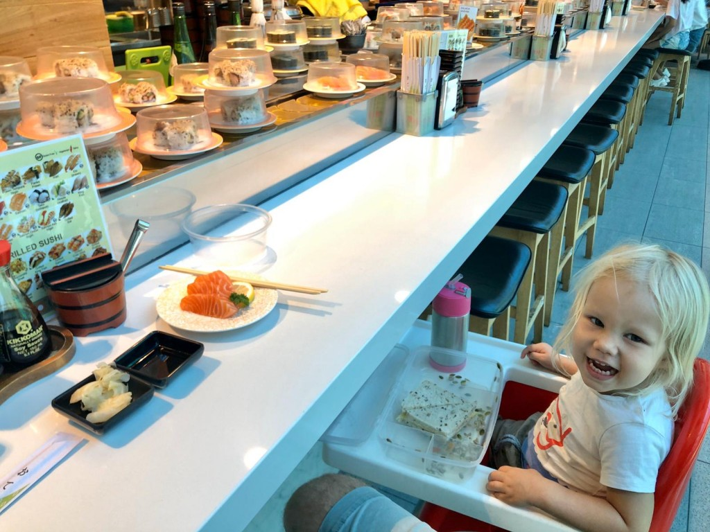 O äter medhavd mat, men T äter upp min sushi.