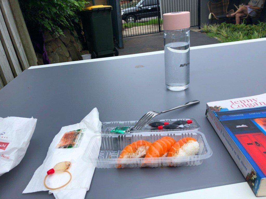 Jag åt sushi till lunch. Och så tog jag denna bilden. Ingen vet riktigt varför. Men sushin var god.