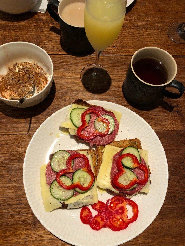 Frukost, O och en slinky.
