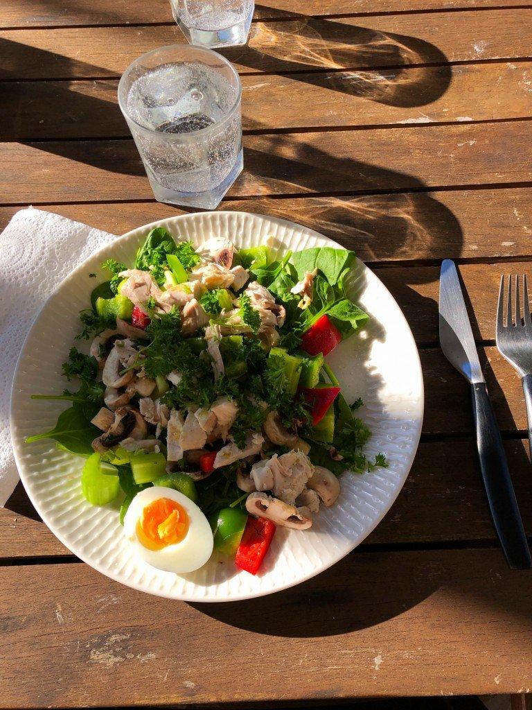 Två av dagens hälsosamma måltider. Vi kör på trots sjukdomsleverne.