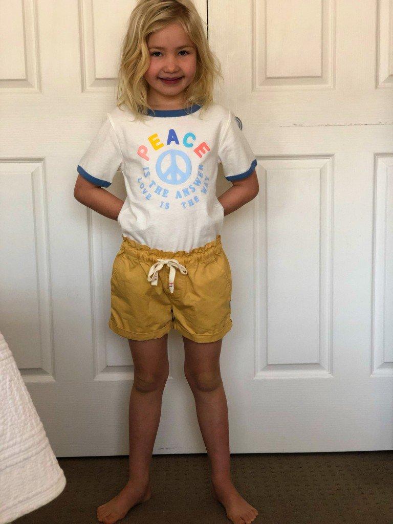 Finaste störmomenten. B i nya kläder inför sportdagen.