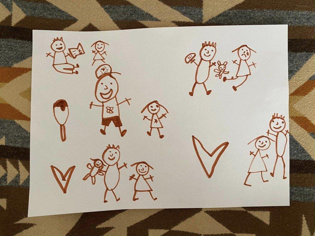 B hade i uppgift idag att rita vad hon gillar med sin pappa. Inte helt svårt med tanke på att hon avgudar honom.