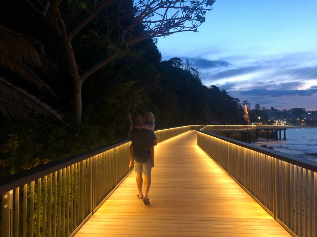 Kvällspromenad på Terrigals nya walkeay.