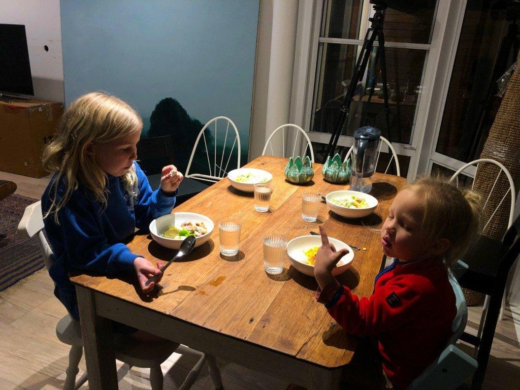 För första gången på länge så satt vi ner tillsammans hela familjen och åt middag.