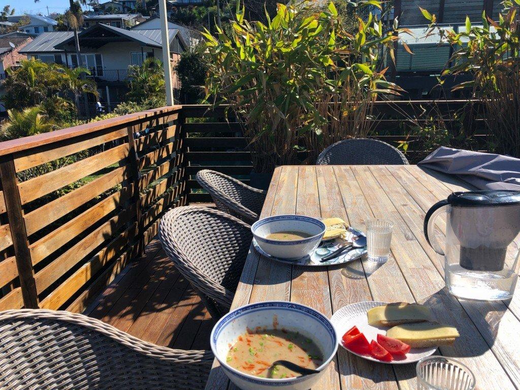 Fler soliga måltider. Fast denna soppa smakade inte gott alls. (Köpe)soppa med kyckling och svamp.
