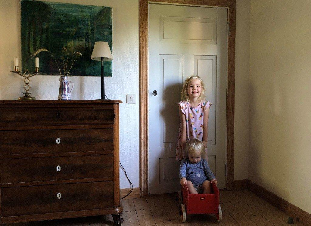 Det poppade upp en bild från hemma i Sverige hos Ts föräldrar. Åh, som jag längtar!