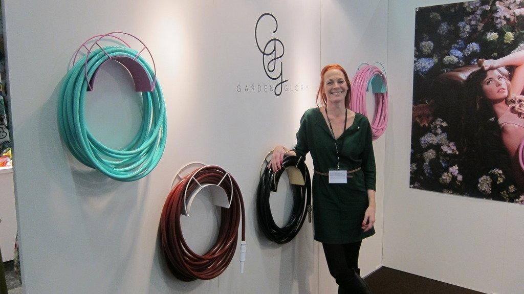 Linda Brattlöf med sina fina slangar, företaget heter Garden Glory, snyggt!