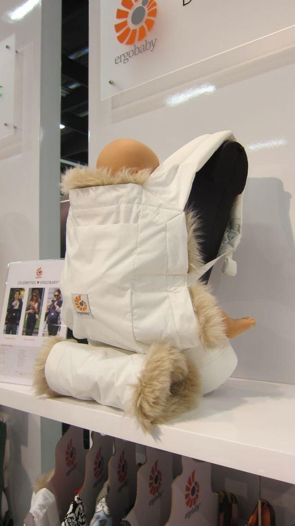Specialutgåva Vinter - avtagbart fårskinnsfoder och matchande handmuff - riktigt cool, ni kommer såklart hitta den i vår shop så fort den finns på den svenska marknaden. ca pris 1695kr