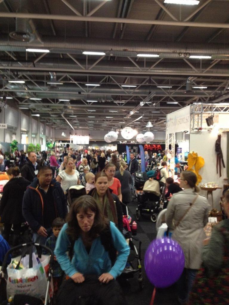 Mycket folk på mässan - bra tryck, mycket folk och framförallt barnvagnar:)
