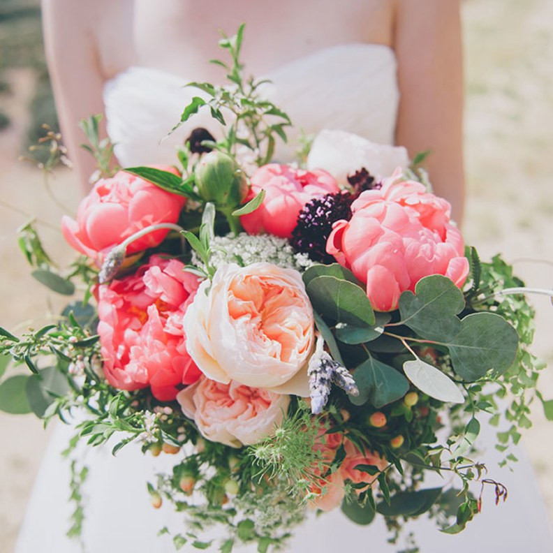 2015_bridescom-Editorial_Images-02-Bouquets-with-Roses-Large-Rose-Wedding-Bouquets-Chaffin-Cade