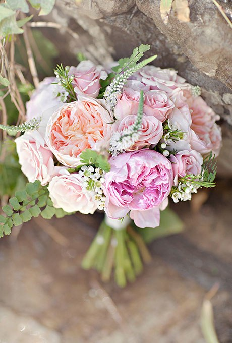 2015_bridescom-Editorial_Images-02-Bouquets-with-Roses-Large-Rose-Wedding-Bouquets-Glass-Jar-Photography